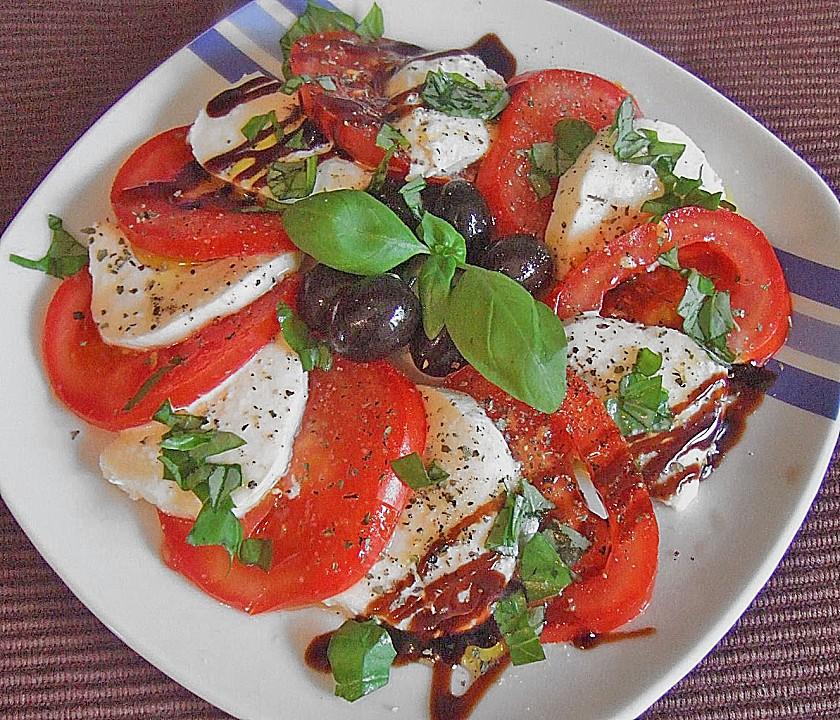 Как называется салат с сыром моцарелла и помидорами