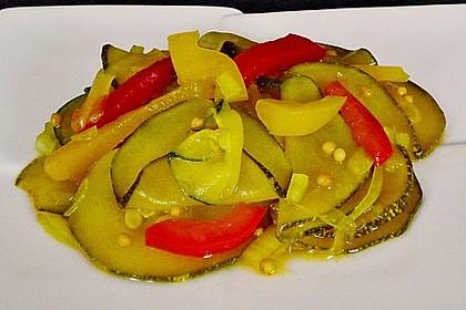 Zucchini, eingelegt mit Paprika und Knoblauch 3