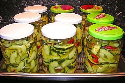 Zucchini, eingelegt mit Paprika und Knoblauch 1