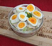 Schichtsalat mit Thunfischsauce (Bild)