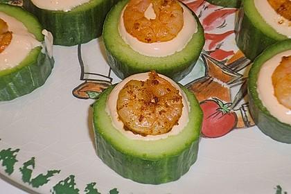 Frisch gefüllte Gurken mit Lachscreme und Krabben 2