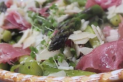 Salat von grünem Spargel