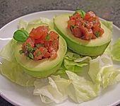 Gefüllte Avocado mit Olivenöl (Bild)