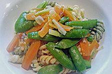 Nudelsalat mit karamellisiertem Gemüse