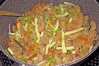 Gemüsespaghetti mit Sauce Bolognese 4