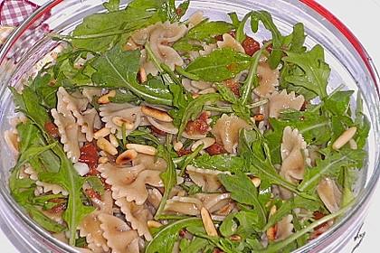 Schmetterlingssalat mit Spinat und getrockneten Tomaten 5
