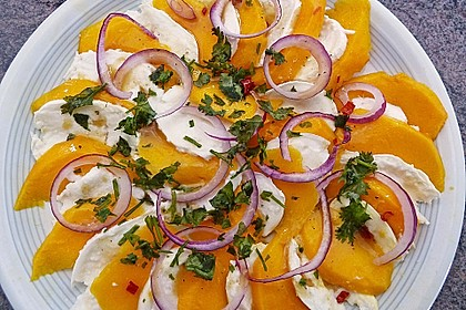 Büffelmozzarella mit Mangoscheiben und  fruchtigem Dressing 5