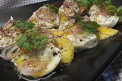 Büffelmozzarella mit Mangoscheiben und  fruchtigem Dressing 16