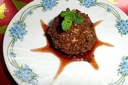 Geflügelleberpraline im Pumpernickelmantel auf  Rote Bete Salat in Himbeervinaigrette 1