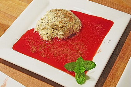 Marzipan-Mohn-Mousse mit Himbeersauce 30