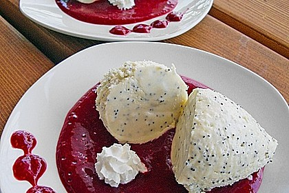 Marzipan-Mohn-Mousse mit Himbeersauce 6