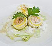 Roulade von Seezunge und Lachs auf gebratenem Chinakohl in Limonensauce (Bild)
