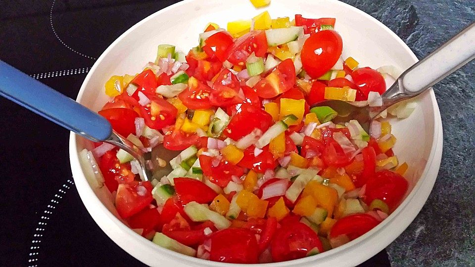 zucchini tomaten paprika salat rezept mit bild. Black Bedroom Furniture Sets. Home Design Ideas