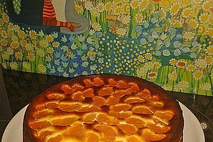 Schlanker Käsekuchen mit Biskuitboden und Früchten 1