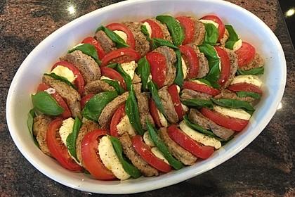 Tomaten-Mozzarella-Gratin mit Schweinemedaillons