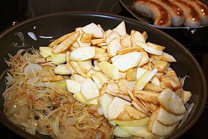 Bratwurst mit Apfel- und Zwiebelgemüse 14