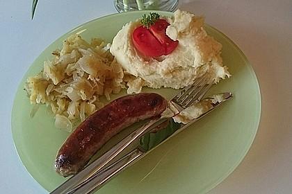 Bratwurst mit Apfel- und Zwiebelgemüse 12