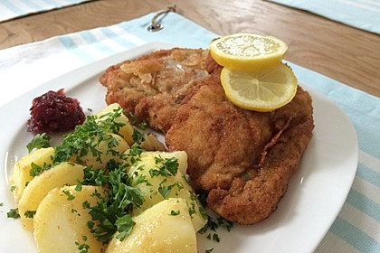 original wiener schnitzel mit petersilienkartoffeln rezept mit bild. Black Bedroom Furniture Sets. Home Design Ideas