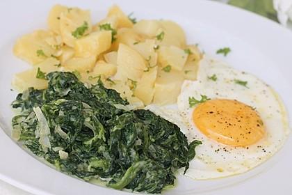 Kartoffeln, Spinat, Käse und Ei