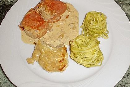 Schweinemedaillons im Parmaschinkenmantel mit Steinpilz - Gorgonzola - Sauce 47