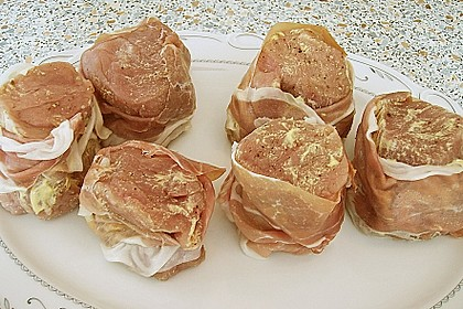 Schweinemedaillons im Parmaschinkenmantel mit Steinpilz - Gorgonzola - Sauce 58
