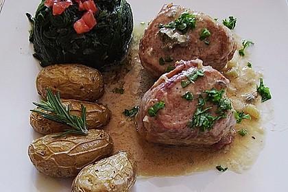 Schweinemedaillons im Parmaschinkenmantel mit Steinpilz - Gorgonzola - Sauce 12
