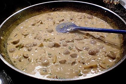 Schweinemedaillons im Parmaschinkenmantel mit Steinpilz - Gorgonzola - Sauce 68