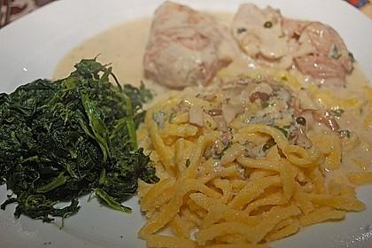 Schweinemedaillons im Parmaschinkenmantel mit Steinpilz - Gorgonzola - Sauce 70