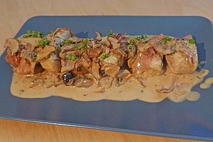 Schweinemedaillons im Parmaschinkenmantel mit Steinpilz - Gorgonzola - Sauce 13