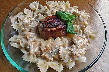 Schweinemedaillons im Parmaschinkenmantel mit Steinpilz - Gorgonzola - Sauce 25