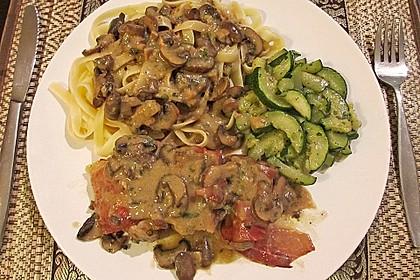 Schweinemedaillons im Parmaschinkenmantel mit Steinpilz - Gorgonzola - Sauce 50