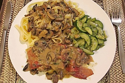 Schweinemedaillons im Parmaschinkenmantel mit Steinpilz - Gorgonzola - Sauce 48