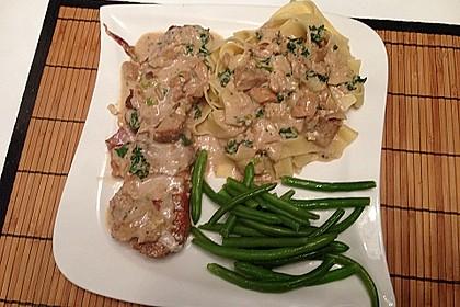 Schweinemedaillons im Parmaschinkenmantel mit Steinpilz - Gorgonzola - Sauce 59