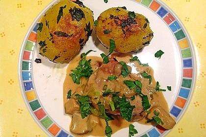 Schweinemedaillons im Parmaschinkenmantel mit Steinpilz - Gorgonzola - Sauce 22