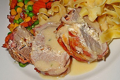 Schweinemedaillons im Parmaschinkenmantel mit Steinpilz - Gorgonzola - Sauce 31