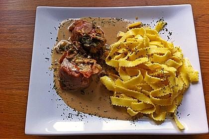 Schweinemedaillons im Parmaschinkenmantel mit Steinpilz - Gorgonzola - Sauce 1