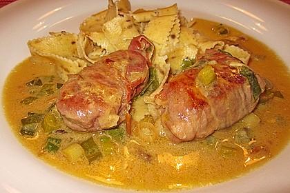 Schweinemedaillons im Parmaschinkenmantel mit Steinpilz - Gorgonzola - Sauce 45