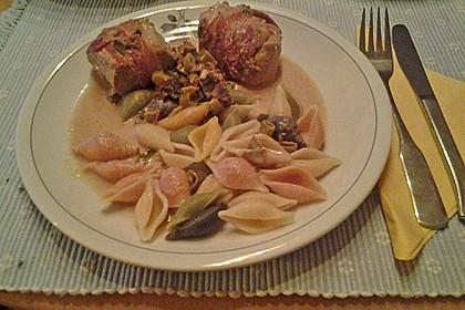 Schweinemedaillons im Parmaschinkenmantel mit Steinpilz - Gorgonzola - Sauce 69