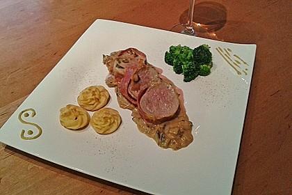 Schweinemedaillons im Parmaschinkenmantel mit Steinpilz - Gorgonzola - Sauce 8