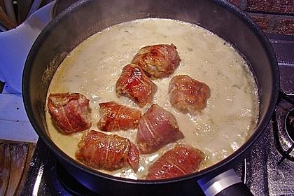 Schweinemedaillons im Parmaschinkenmantel mit Steinpilz - Gorgonzola - Sauce 34