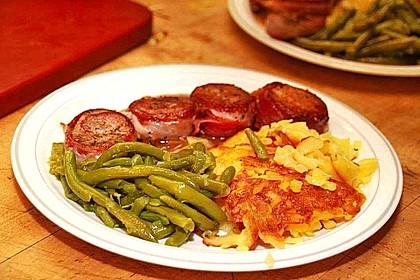 Schweinemedaillons im Parmaschinkenmantel mit Steinpilz - Gorgonzola - Sauce 24