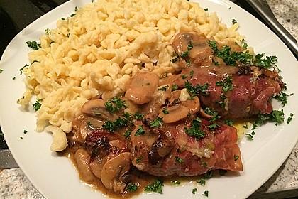 Schweinemedaillons im Parmaschinkenmantel mit Steinpilz - Gorgonzola - Sauce 11