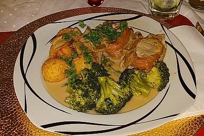 Schweinemedaillons im Parmaschinkenmantel mit Steinpilz - Gorgonzola - Sauce 9