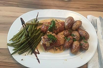Schweinemedaillons im Parmaschinkenmantel mit Steinpilz - Gorgonzola - Sauce 23