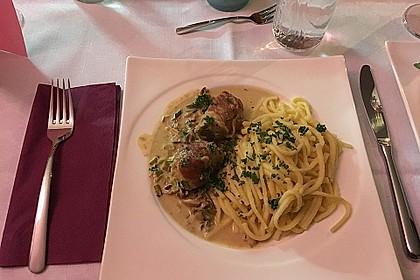 Schweinemedaillons im Parmaschinkenmantel mit Steinpilz - Gorgonzola - Sauce 56