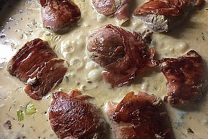 Schweinemedaillons im Parmaschinkenmantel mit Steinpilz - Gorgonzola - Sauce 55