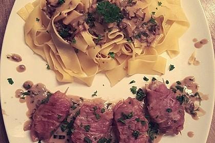 Schweinemedaillons im Parmaschinkenmantel mit Steinpilz - Gorgonzola - Sauce 42
