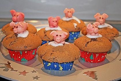Marmorierte Muffins mit Marzipanschwein