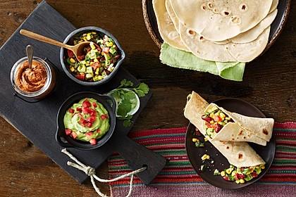 Mexikanische Salsa mit schwarzen Bohnen und Mais