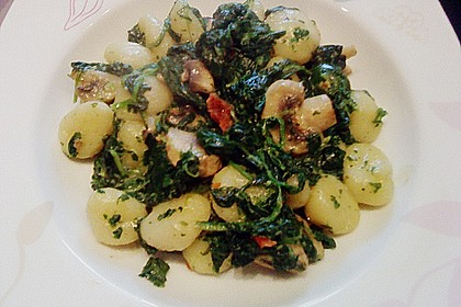 Käse - Kräuter - Nudeln mit Spinat und Champignons 4